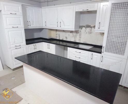 siyah granit mutfak tezgahı